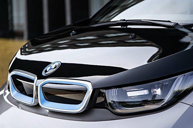 腎形護罩外凸且由冷光包圍,車頭燈為LED燈組。 BMW