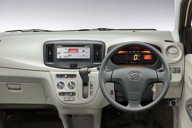 儀表板可顯示行車資訊與油耗。 Daihatsu
