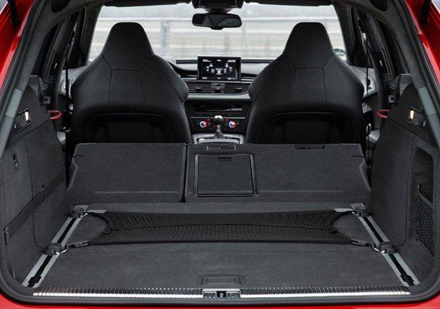 RS6空間也相當足夠家庭使用。 Audi