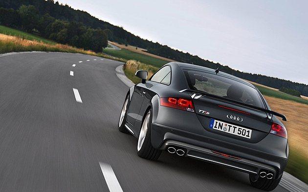 TTS所搭載的2.0L渦輪增壓直四引擎,動力輸出為272hp最大馬力。 Audi