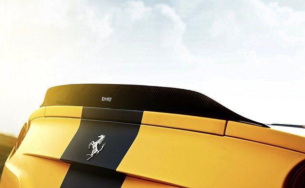 車身並以黑色烤漆裝飾,延伸至車尾。 DMC