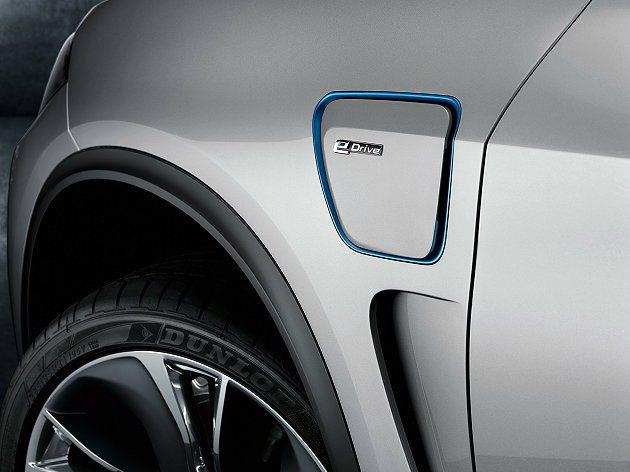 BMW Concept X5 eDrive充電口位於前輪拱後方。 BMW提供
