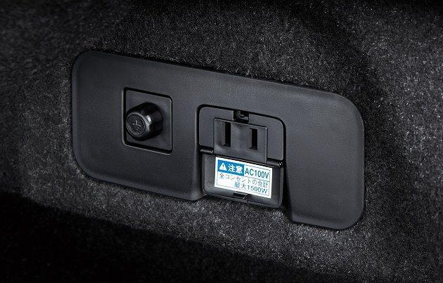 行李廂附有充電插座。 Toyota提供