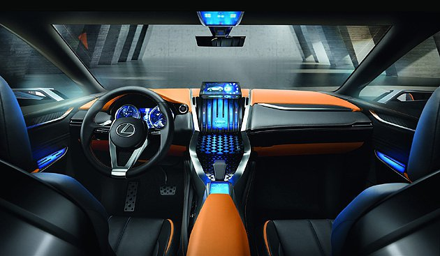 科技化的內裝,比較接近量產。 Lexus