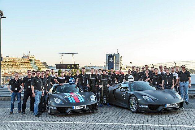 918 Spyder在紐柏林北賽道創下最佳單圈成績,讓研發團隊感到驕傲。 Por...