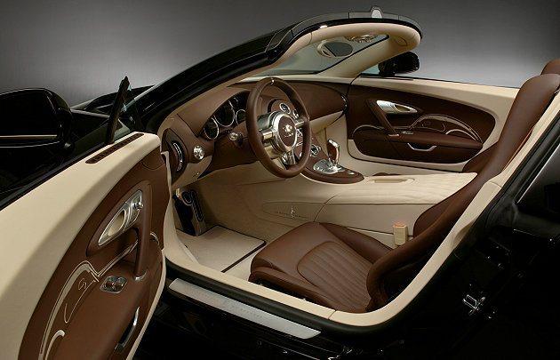 內裝以米色和棕色(巧克力)色調為主。 Bugatti提供