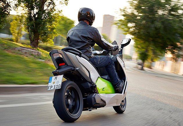 沒有排氣管的配置,C Evolution車尾更簡潔。 BMW