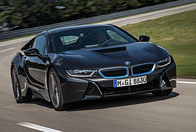 i8跑車量產規格公開展示於法蘭克福車展。 BMW