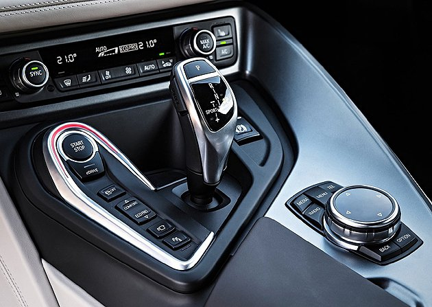 i-Drive系統增加了更多電動車的機能按鍵。 BMW