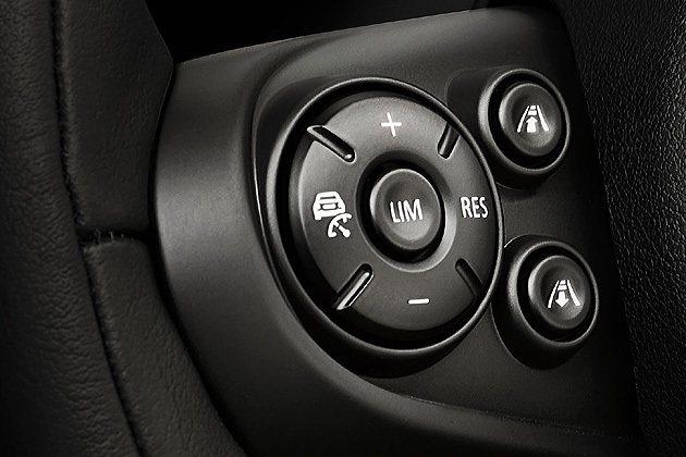 方向盤上新增了控制鍵。 MINI