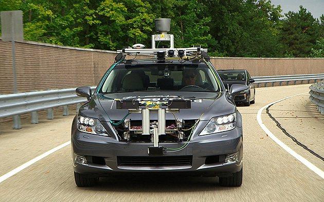 以Lexus LS為自動駕駛的道路測試車款。 Toyota