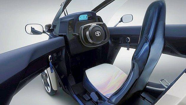 三輪兩座配置,有點像摩托車。內裝也頗有科技感。 Toyota提供