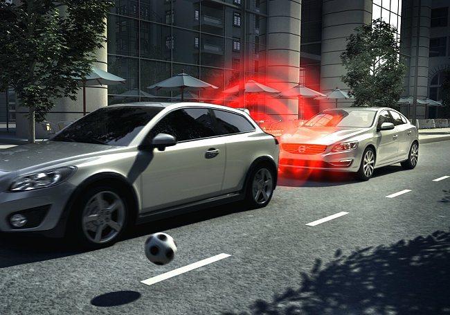 Volvo已經正式售出超過 100 萬輛配備 City Safety 自動煞車功...