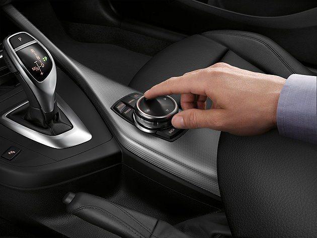 2系列中控台iDrive的控制旋鈕,同樣具有觸控功能。 BMW提供
