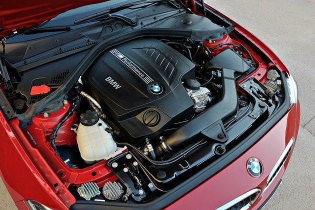 M235i Coupe搭載直列6缸汽油引擎附M Performance Twin...