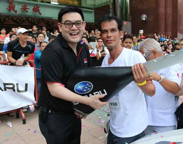陳唱集團首席執行長陳駿鴻親自頒獎給今年Subaru Challenge的冠軍。 ...