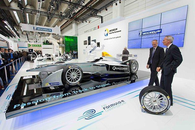 今年九月盛大舉行的德國法蘭克福車展上,參賽隊伍之一的SPARK-RENAULT車...