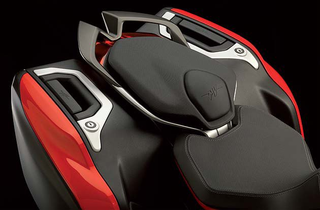 Luxury車型標配行李箱。 MV Agusta
