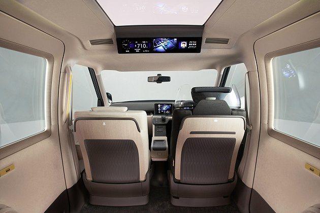 JPN Taxi Concept車頂與前座都設置大型顯示幕。 Toyota提供