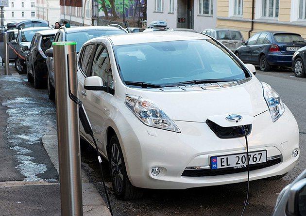 廣設充電站,是推行電動車普及的基本條件。 Nissan