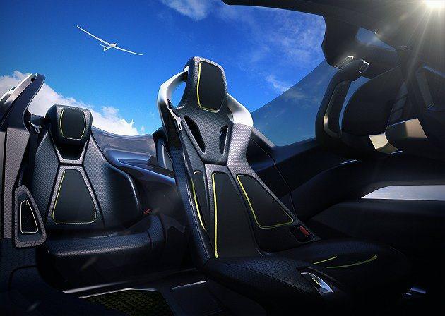 BladeGlider各座椅皆為輕量化材打造,開頂讓車子上方創造開闊的空間感。 ...