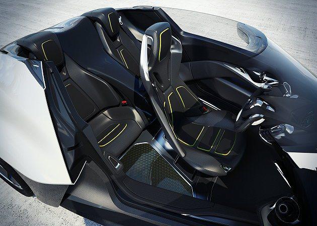 BladeGlider前座可橫向移動;桶形座椅有絕佳包覆並有細膩輕量化材質,上頭...