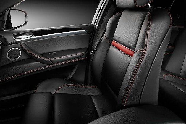 座椅也採紅色縫線,塑造性能氛圍。 BMW提供