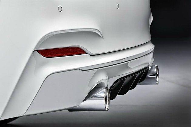 2系列M Performance尾管有鍍鉻和碳纖兩種不同式樣。 BMW提供