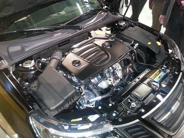 Saab 9-3 Aero搭載2.0升渦輪增壓缸內直噴汽油引擎,擁有220hp馬...
