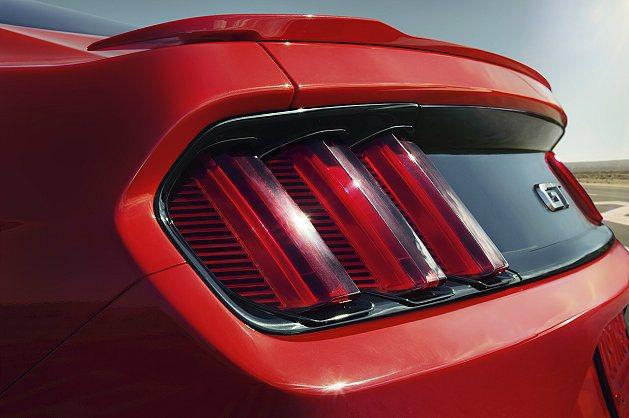 尾燈為三斜柱式平行LED燈設計。 Ford提供