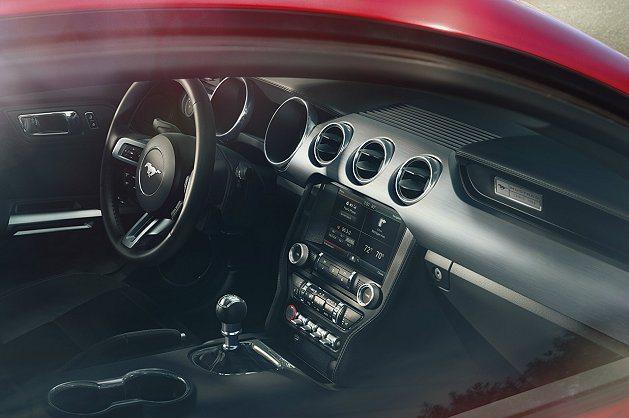 車室也是經典融入創新,並新增觸控螢幕。 Ford提供