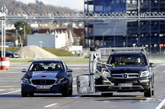 Intelligent Drive智慧駕駛系統將助駕駛者在繁忙交通狀況中減輕開車...
