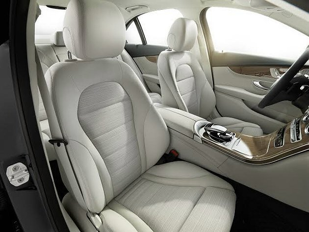 C300 BlueTEC Hybrid 前座,空間上有出色的提升。。 M-Ben...
