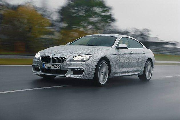 BMW展示的自動駕駛汽車,是一台具備高度自動駕駛功能的車款,結合了最新一代先進控...