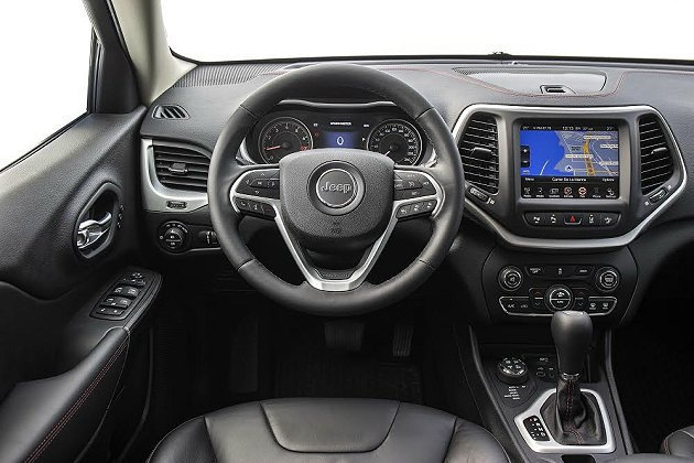 全新設計的三輻式多功能方向盤採真皮包覆。 Jeep提供