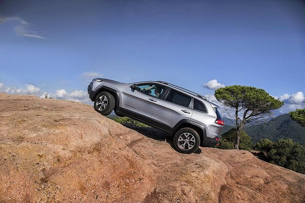 Cherokee結合新一代的四驅技術,使它得以應付各種地形挑戰。 Jeep提供