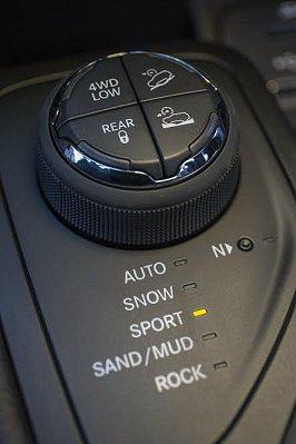 後輪軸驅動切斷功能,當用不著四驅系統時,它能減少摩擦與動能消耗,進而提升節能效率...