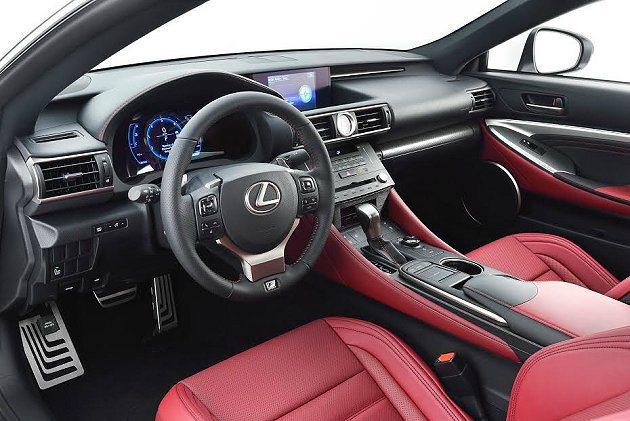 RC 350 F SPORT內裝承繼了Lexus超跑LFA的諸多元素與式樣,配備...