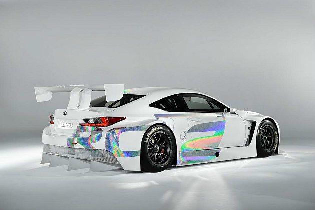 RC F GT3車尾有大型擾流尾翼,下擺也配備四道特大的分流器。 Lexus提供