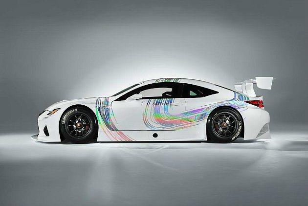 RC F GT3披上前下擾流套件,並換上賽車胎。 Lexus提供