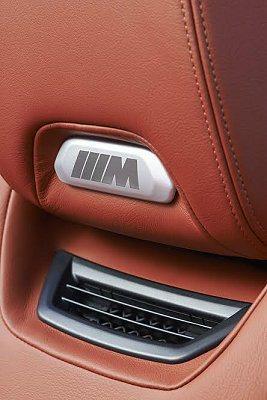 M4 Convertible座椅上有M款logo,座椅上也有保暖的出風口設計。 ...