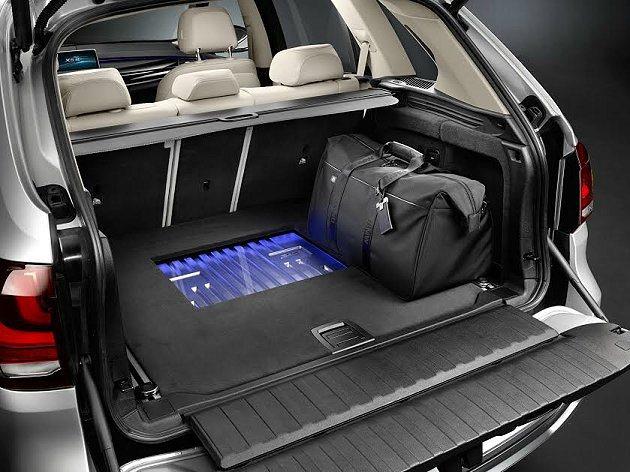 Concept X5 eDrive電池模組收納在行李廂地板下,讓行李保有原來的置...