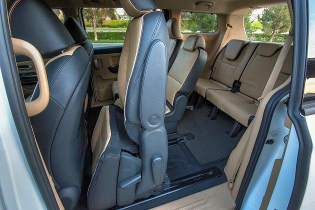 第二排座椅可滑移、摺疊,讓空間使用更多元。 Kia提供