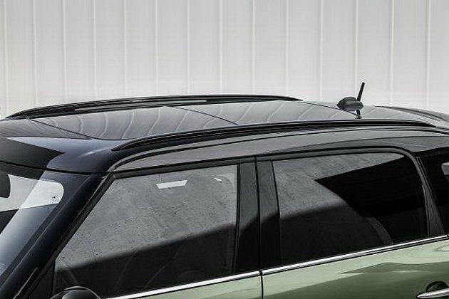 首度在車頂、後照鏡上使用新的鋼琴烤漆黑色。 MINI提供