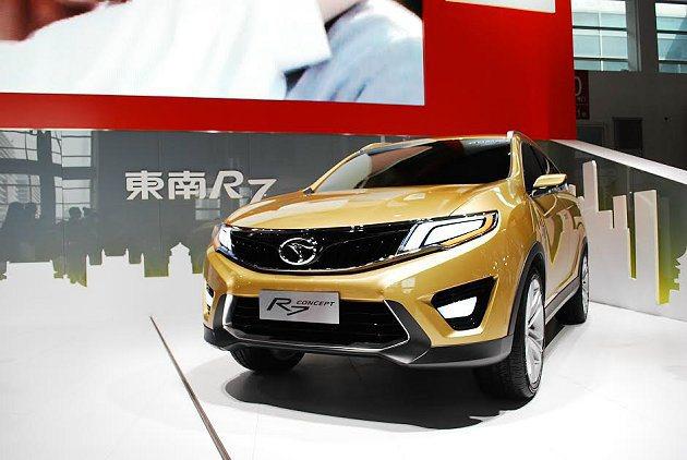 三菱為大陸市場開發的七人座SUV概念車Concept R7。 記者趙惠群/攝影