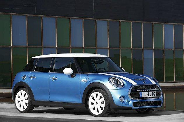 相較於新一代MINI,五門版車身尺碼擴增,車長達3982mm,增加了161mm,...