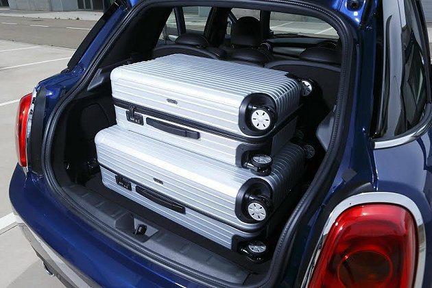 行李廂底板可因應置物需求升降高度。 MINI提供