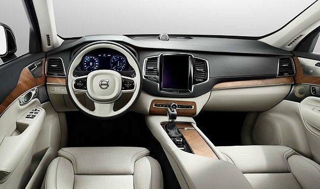 新一代XC90內裝仍維持一貫的自然風,但用料和設計上超越過往更為奢華。 Volv...