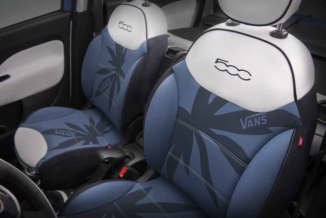 防水材質製做的座椅,用色為與車色相同的藍白組合,其椅背與椅墊為有棕櫚樹與Vans...