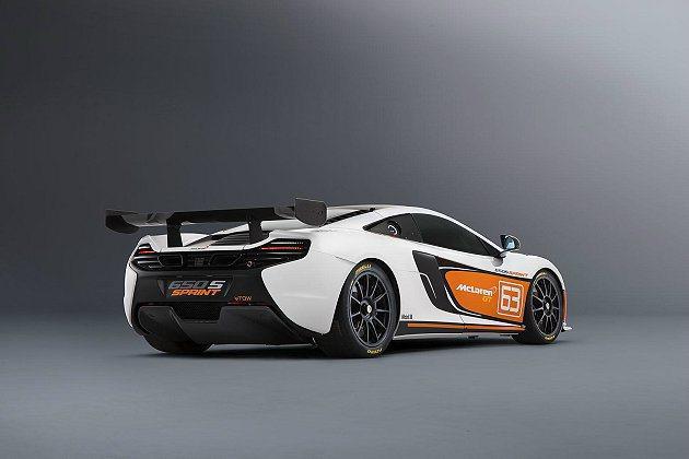 650S Sprint外觀以白色為主要色調,搭配橘色與黑色塗裝。 McLaren...